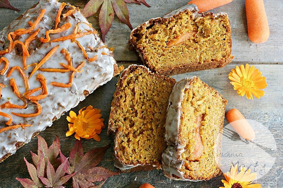Pełnoziarniste ciasto marchewkowo pomarańczowe