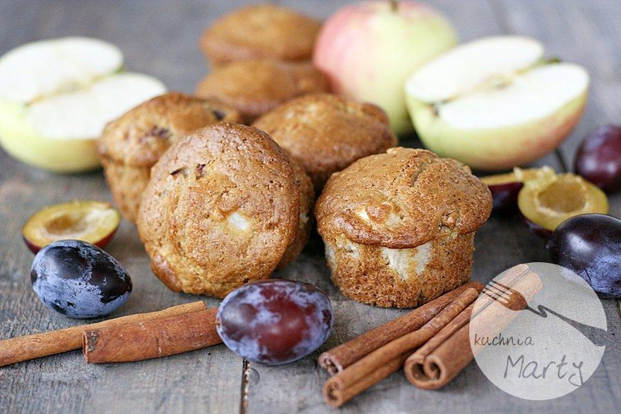 9417.900 - Cynamonowe muffinki z jabłkami i śliwkami