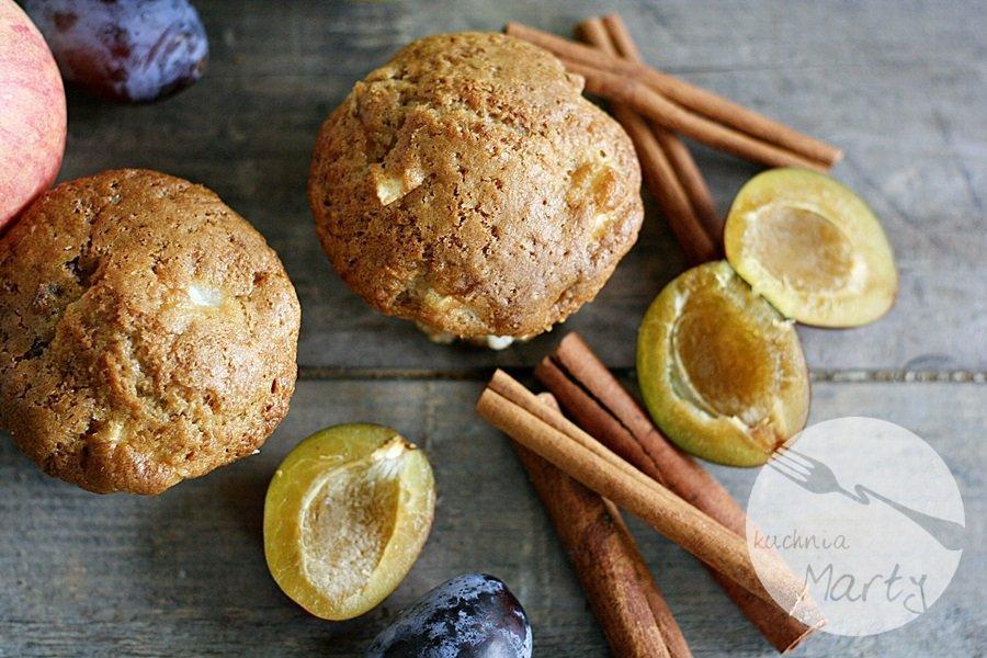9433.900 - Cynamonowe muffinki z jabłkami i śliwkami