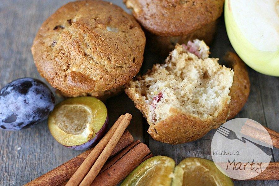 9444.900 - Cynamonowe muffinki z jabłkami i śliwkami