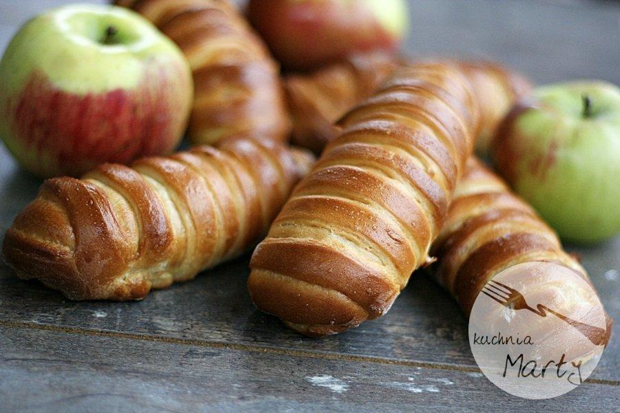 1507.900 - Drożdżowe bułeczki z jabłkami