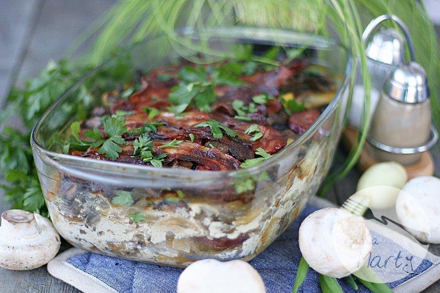 Zapiekanka ziemniaczana z boczkiem i pieczarkami