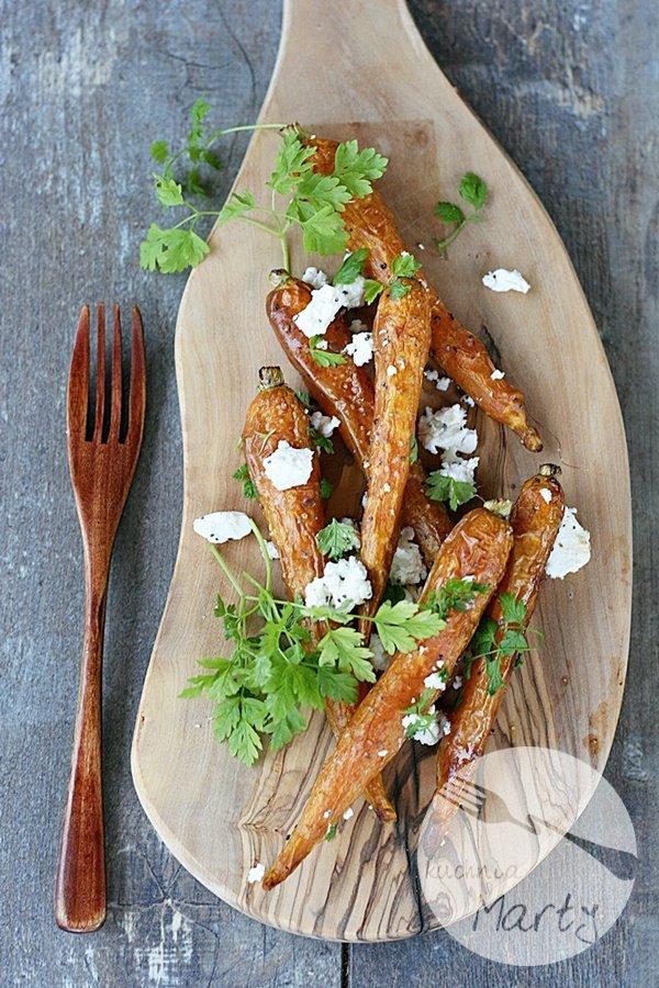 4935.900 - Młode marchewki pieczone z serem feta i makiem