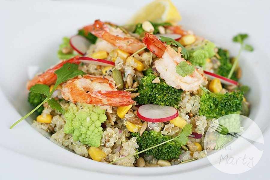 Superfoods - sałatka z komosą ryżową, brokułem i krewetkami