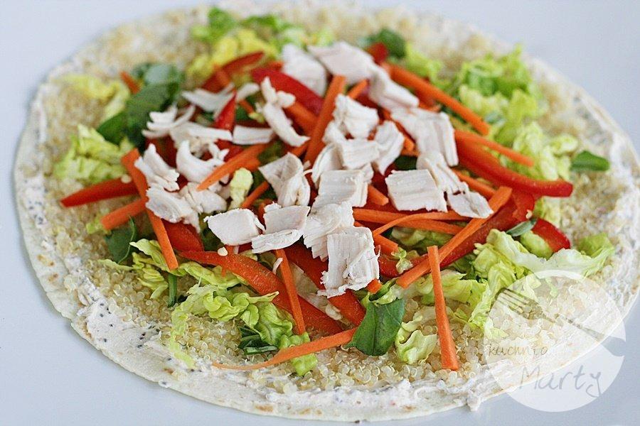 5716.900 - Tortilla z komosą ryżową, kurczakiem i warzywami