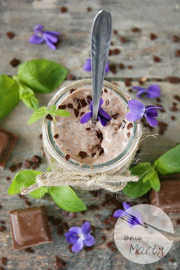 Czekoladowy pudding z chia z miętą