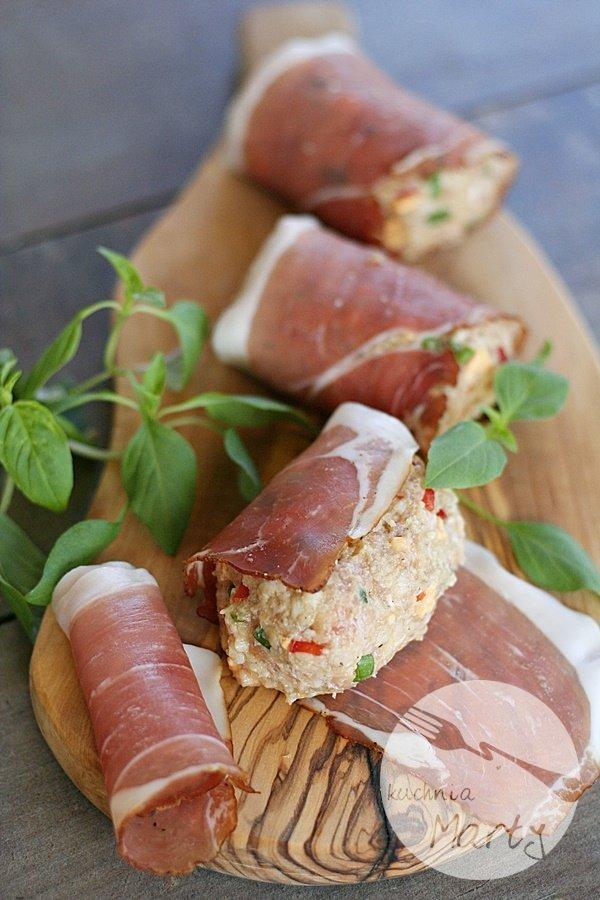 Roladki z mięsa mielonego z papryką i serem w szynce szwarcwaldzkiej