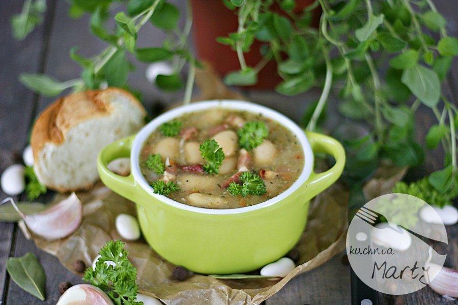 Zupa fasolowe z wędzonym boczkiem