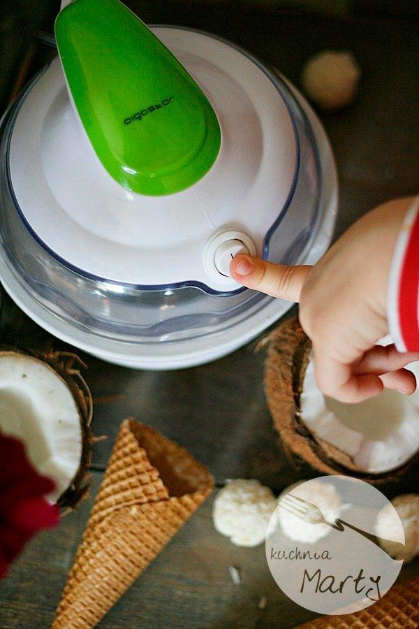 Lody z masłem orzechowym – z maszynką do lodów AIGOSTAR to dziecinnie proste