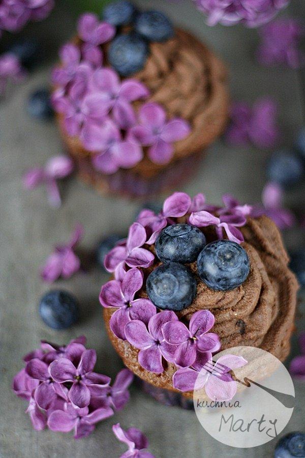 Babeczki z borówkami i kremem czekoladowym