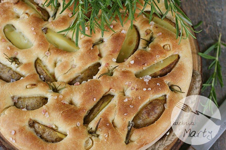 Focaccia z młodymi ziemniakami i rozmarynem