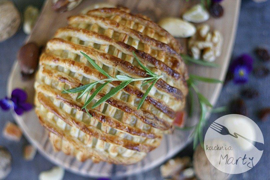 9259.900 - Camembert pieczony z bakaliami w cieście francuskim