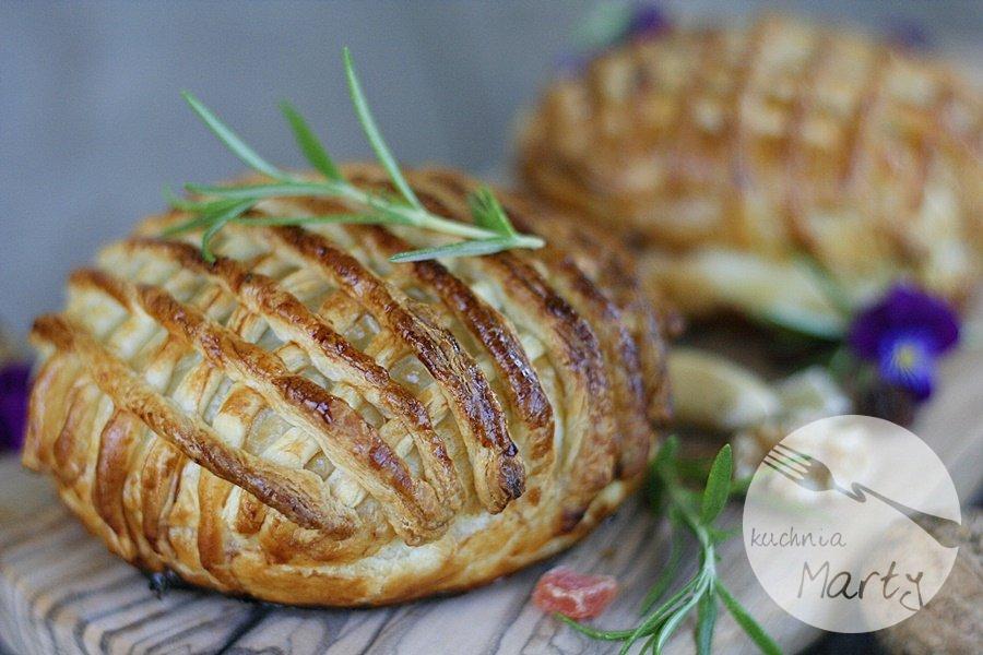9267.900 - Camembert pieczony z bakaliami w cieście francuskim