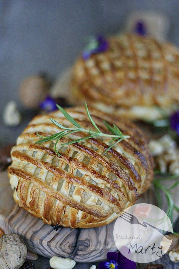 9273.900 - Camembert pieczony z bakaliami w cieście francuskim
