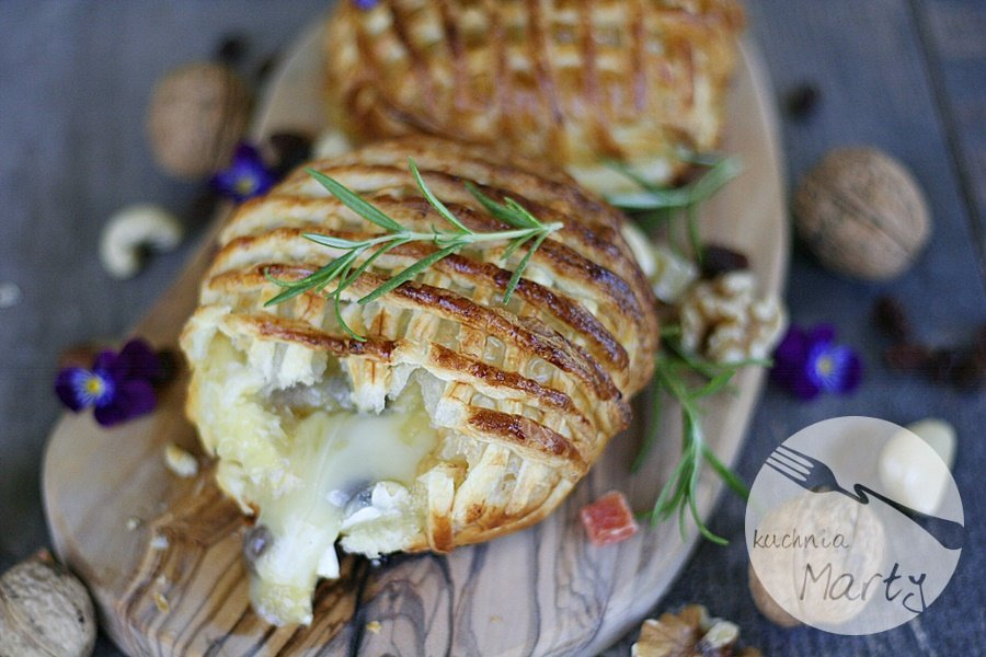 9286.900 - Camembert pieczony z bakaliami w cieście francuskim
