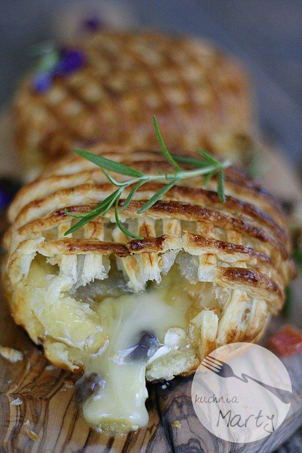 9290.900 - Camembert pieczony z bakaliami w cieście francuskim