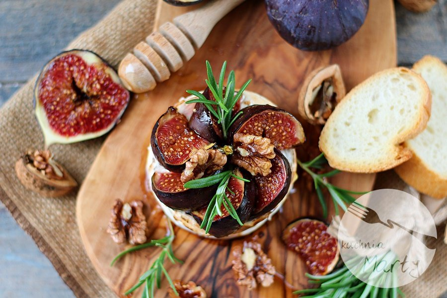 0799.900 - Pieczony camembert z figami i rozmarynem