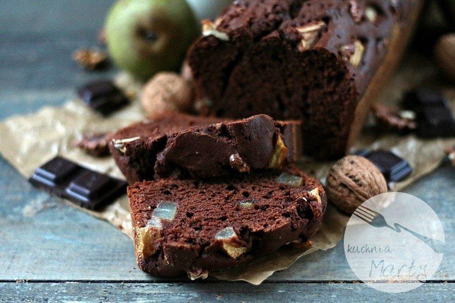 1429.900 - Ciasto czekoladowe z gruszkami i orzechami