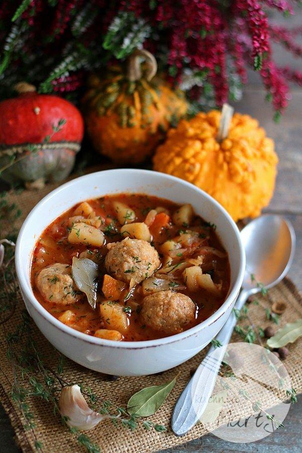 Zupa z kapustą i pulpecikami