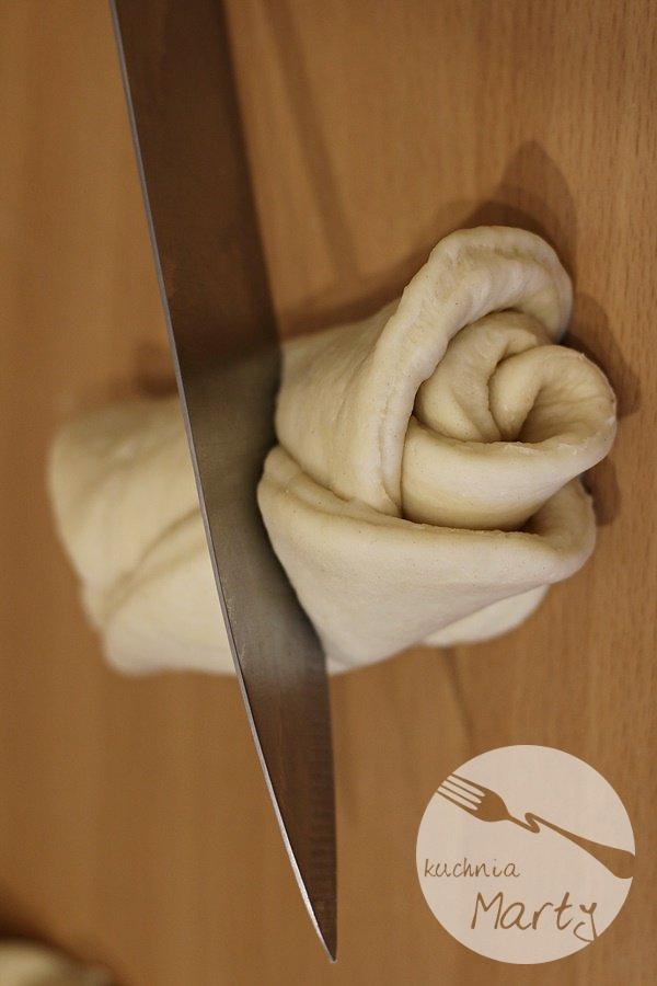 Miodowe różyczki drożdżowe