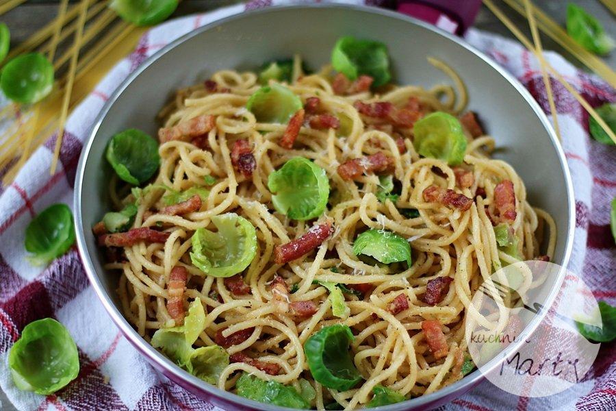 Spaghetti z boczkiem i brukselką