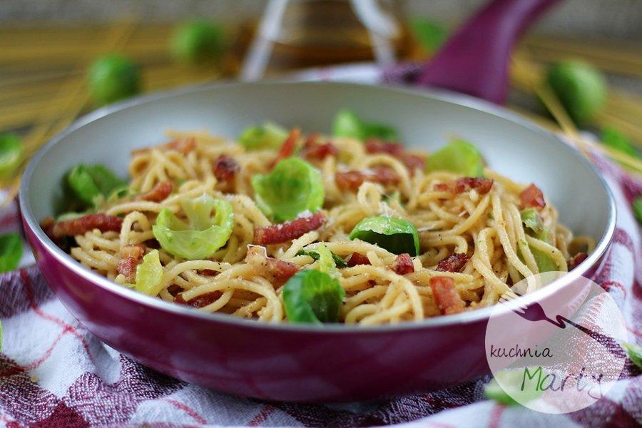 4045.900 - Spaghetti z boczkiem i brukselką