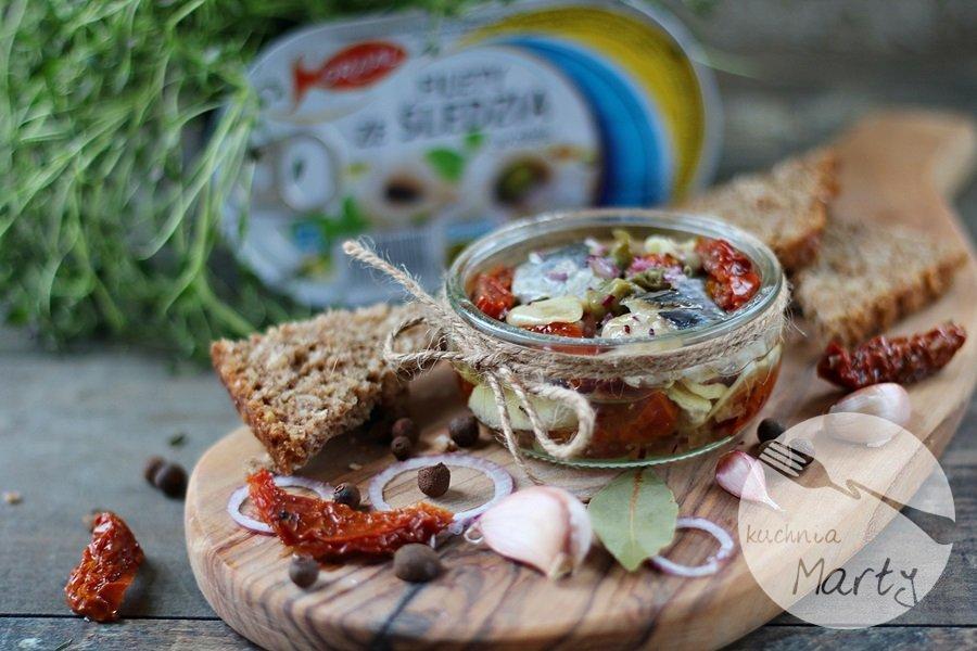4508.900 - Filety ze śledzia w oleju z suszonymi pomidorami i kaparami
