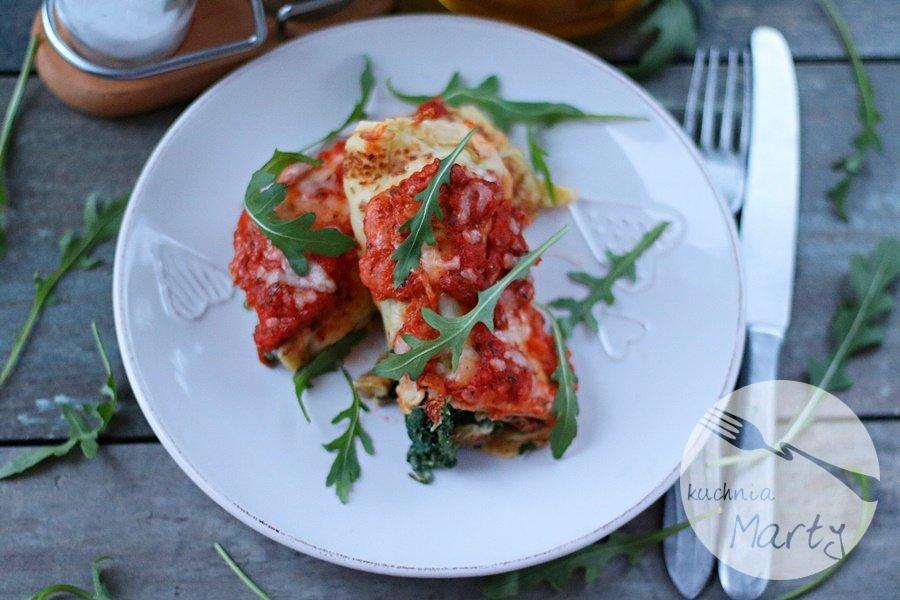 5522.900 - Naleśniki ze szpinakiem i ricottą zapiekane w sosie pomidorowym i mozzarelli