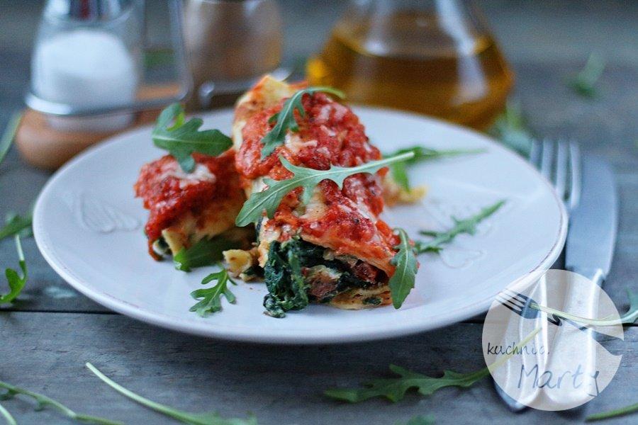 5543.900 - Naleśniki ze szpinakiem i ricottą zapiekane w sosie pomidorowym i mozzarelli