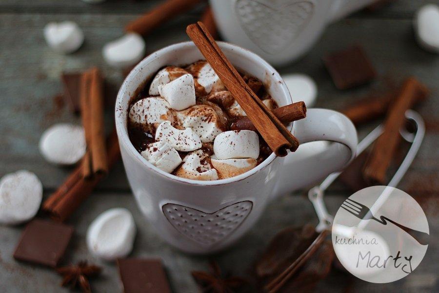 5607.900 - Gorąca czekolada z cynamonem i piankami