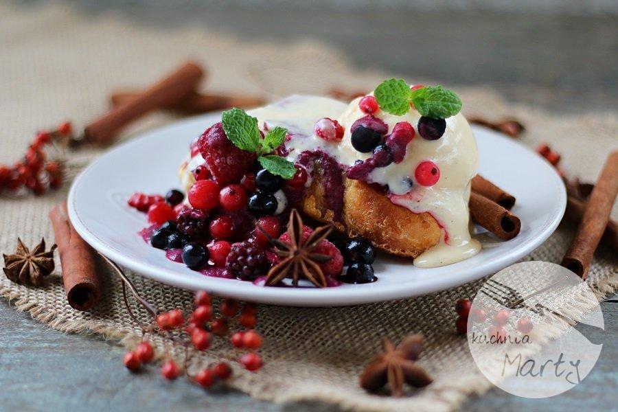 6273.900 - Tosty francuskie z sosem z owoców leśnych i lodami jogurtowymi
