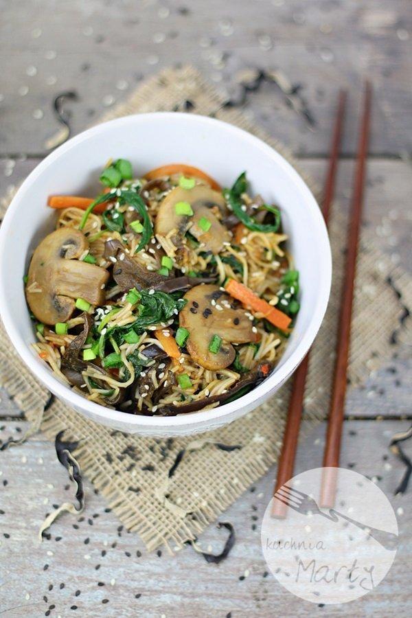 8114.900 - Makaron ryżowy z grzybami i szpinakiem