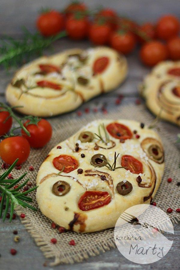8444.900 - Focaccia z pomidorami, oliwkami i rozmarynem