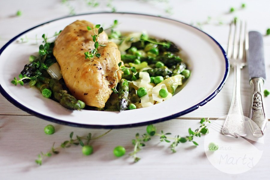 2843 - Kremowy kurczak ze szparagami i zielonym groszkiem