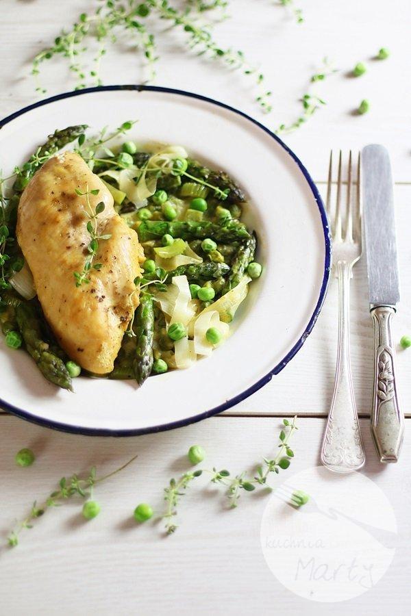 2866 - Kremowy kurczak ze szparagami i zielonym groszkiem