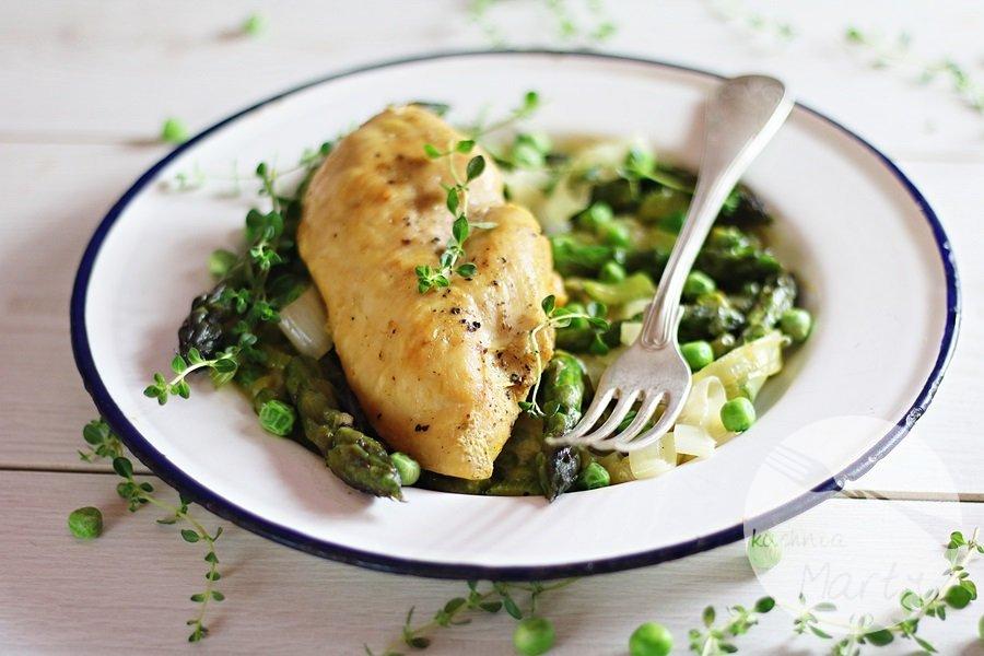 2886 - Kremowy kurczak ze szparagami i zielonym groszkiem