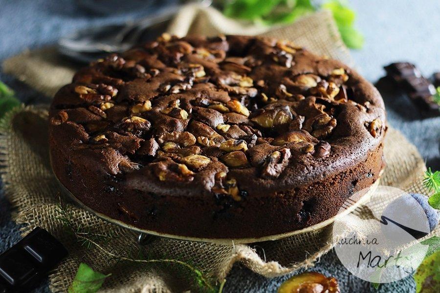 2062 - Ciasto czekoladowe ze śliwkami i orzechami
