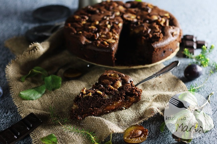 2109 - Ciasto czekoladowe ze śliwkami i orzechami