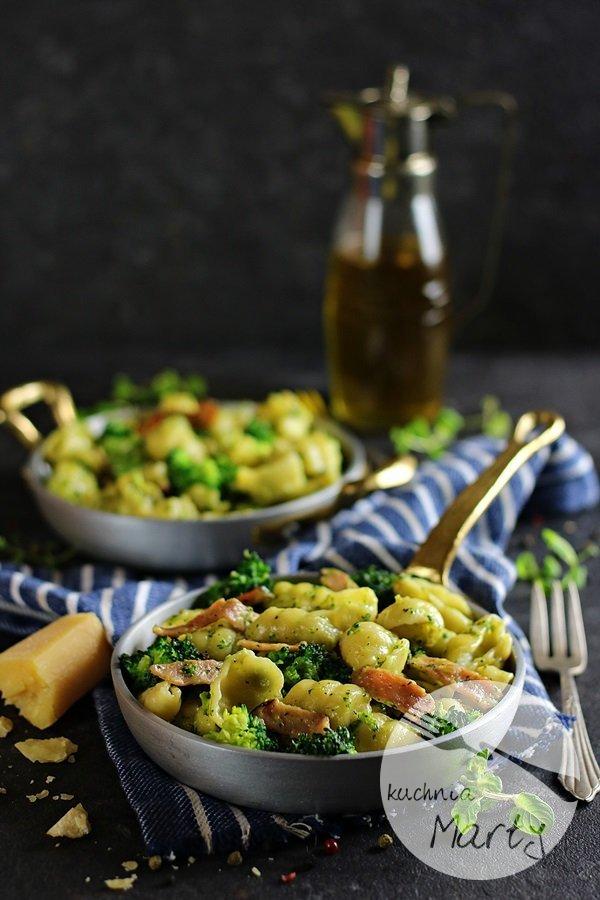 7539 - Makaron z brokułem i szynką w sosie śmietanowym
