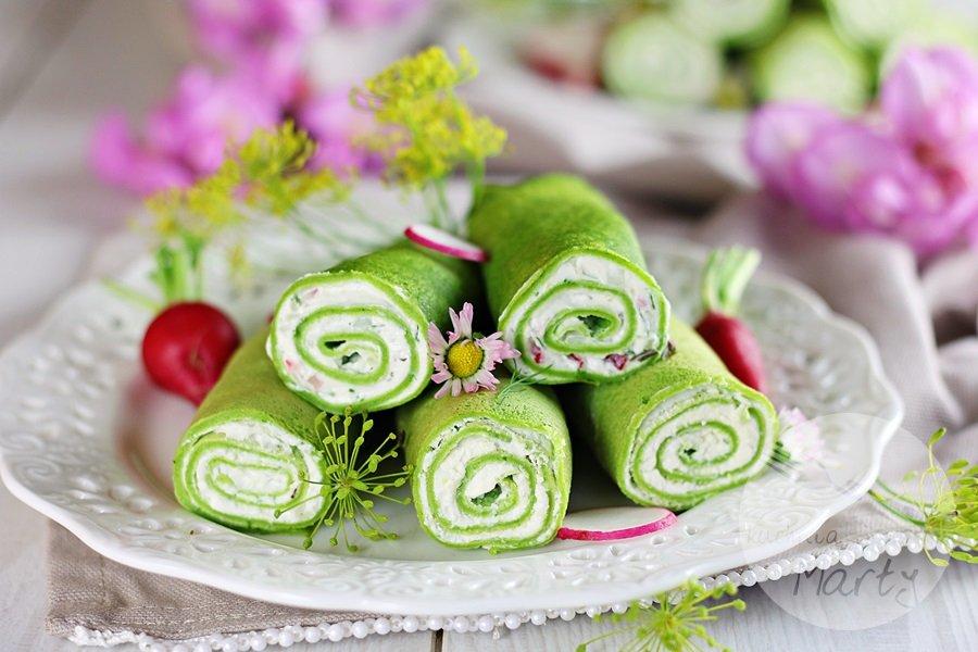 9784 - Naleśniki szpinakowe z serkiem śmietankowym i ziołami