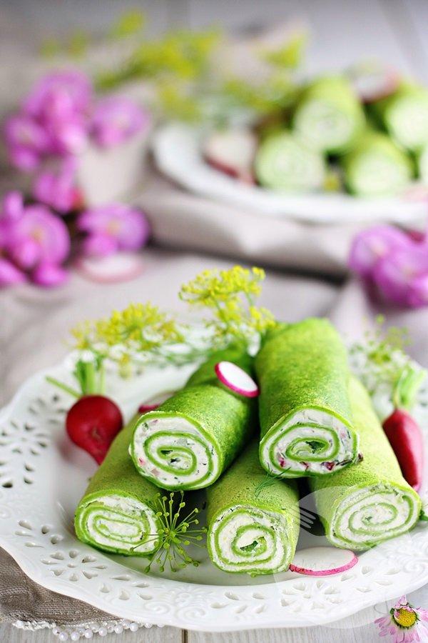 Naleśniki szpinakowe z serkiem śmietankowym i ziołami
