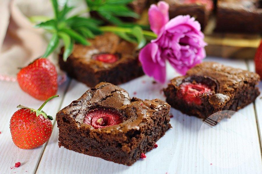 0360 - Brownie z truskawkami