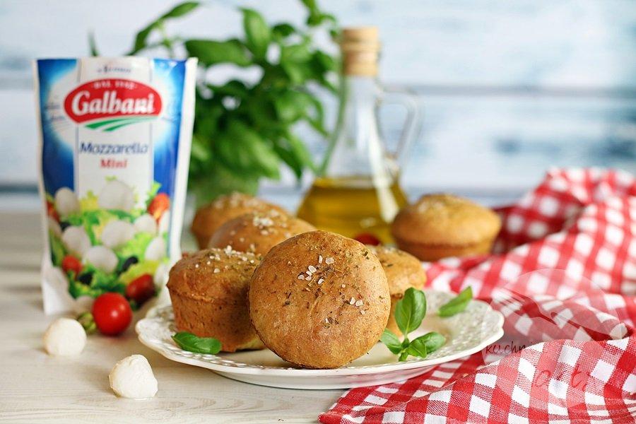2636 - Drożdżowe bułeczki z mozzarellą i suszonymi pomidorami