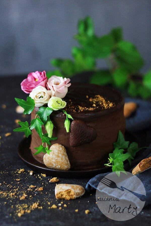Tort piernikowo czekoladowy z chrupiącą praliną