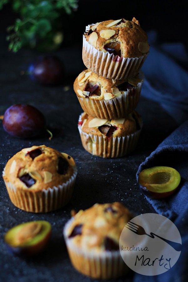 Muffinki ze śliwkami i makiem