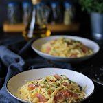 Spaghetti z szynką w sosie serowo śmietanowym