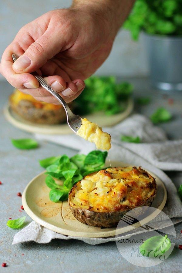 Ziemniaki nadziewane boczkiem i serem cheddar