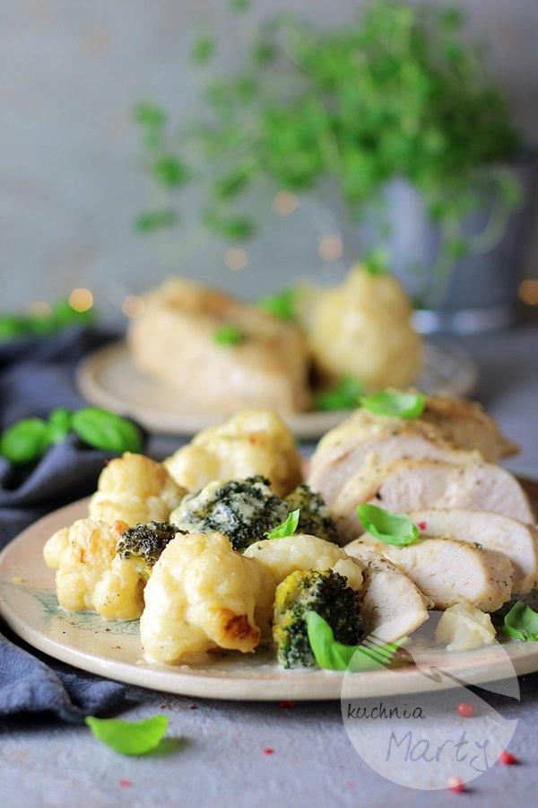 0973 - Kurczak zapiekany w sosie serowym z kalafiorem