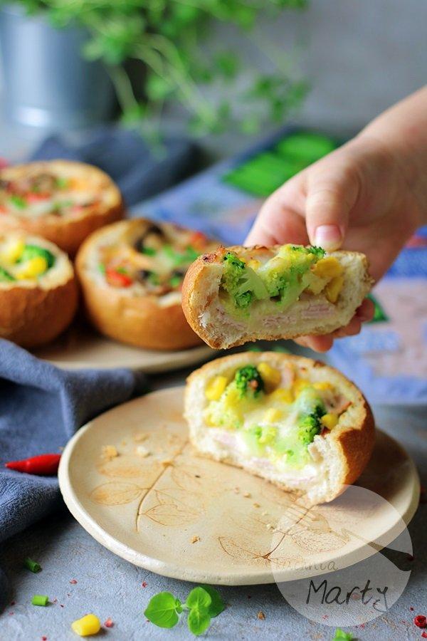 Bułeczki nadziewane szynką i serem
