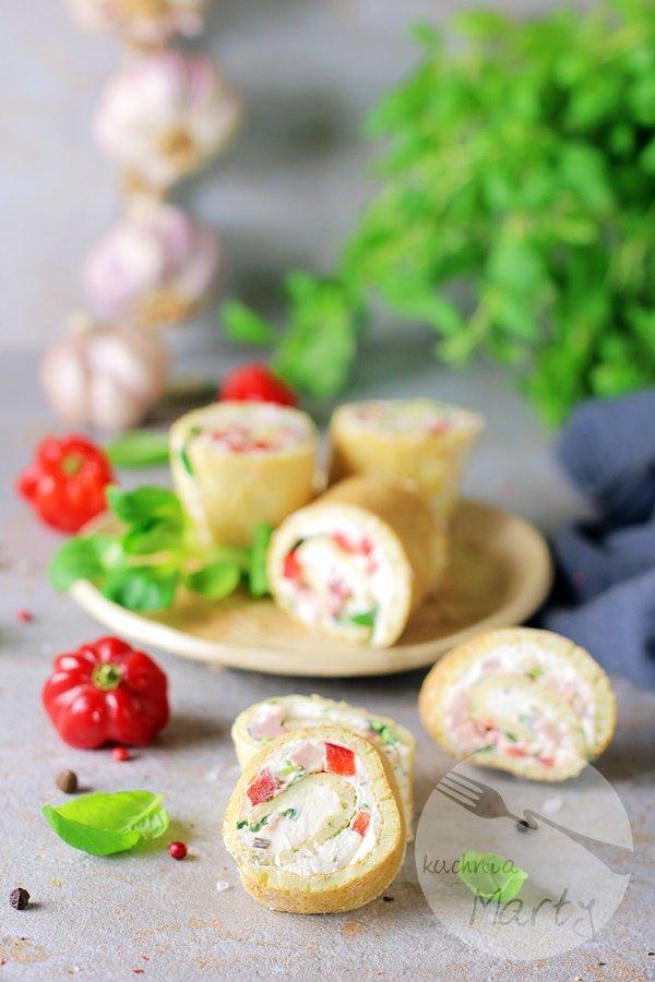 Roladki z omleta z wędzoną szynką i śmietankowym serkiem